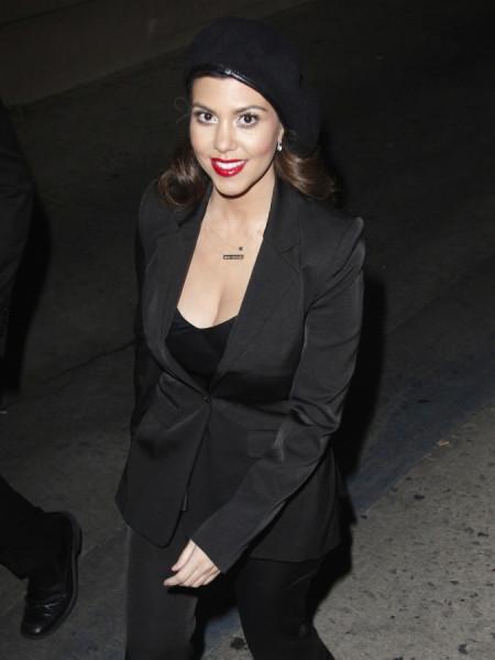 Kim-Kourtney-Kardashian-Jimmy-Kimmel-Live-January-2013-Appearance-015-675x900