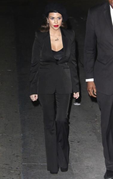 Kim-Kourtney-Kardashian-Jimmy-Kimmel-Live-January-2013-Appearance-012-646x1024