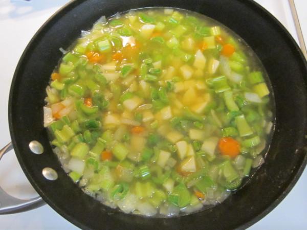 Низкокалорийный-суп-с-сельдереем-и-рисом