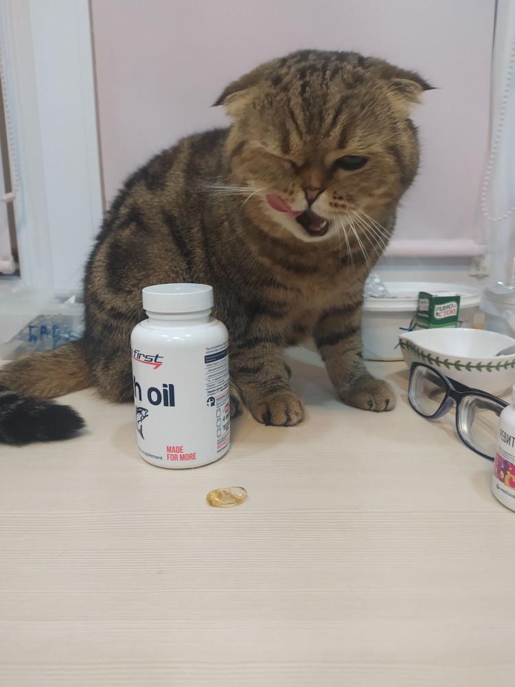 Буду давать по 1-2 капсуле в неделю, раз она так ей нравится. По крайней мере это не витамины, гипервитаминоза с них быть не должно быть, потому почему бы и нет?