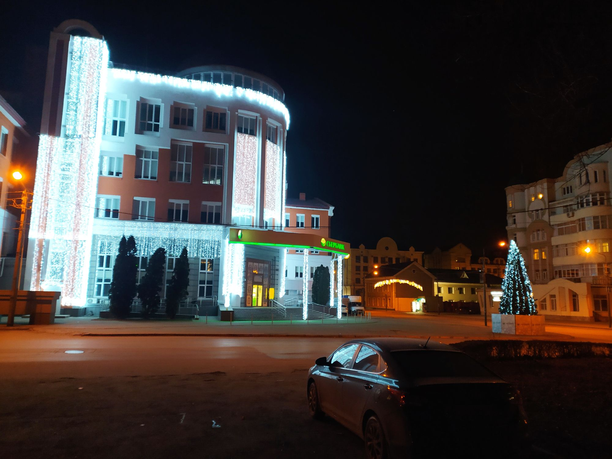 Центральное отделение Липецкого Сбербанка перед Новым годом 2021.