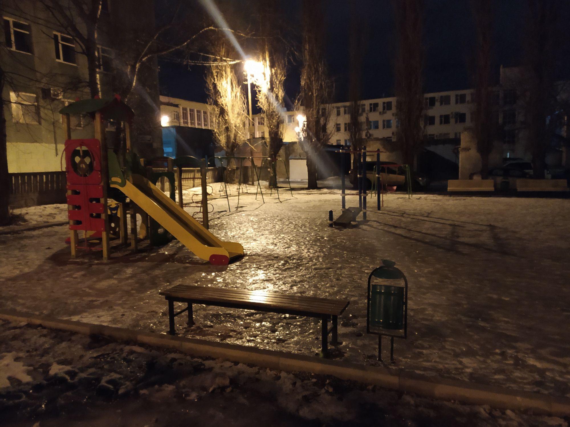 Ещё одна детская площадка во льду