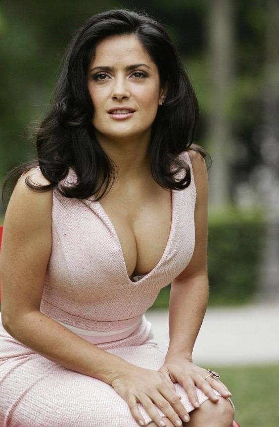 Salma_Hayek__Pink_dress_Ask_The_Dusk_Photocall__02