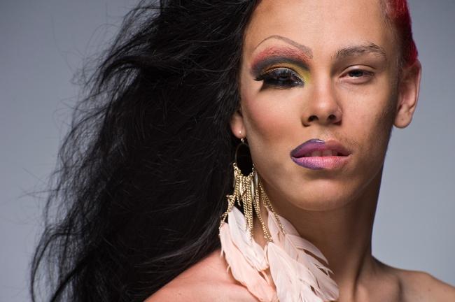 transvestit-v-plate-i-s-makiyazhem-foto