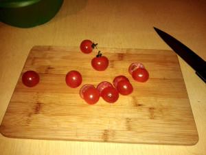 Режем помидорки чери