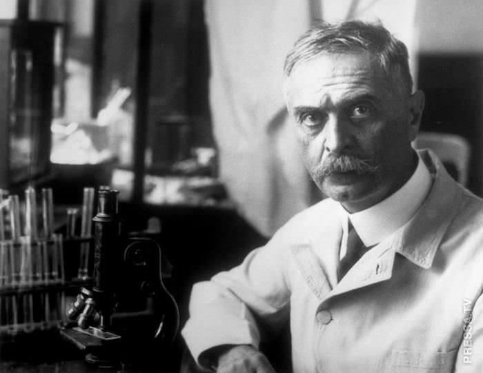австрийский врач Карл Ландштейнер