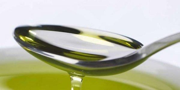 Оливковое масло в ложке