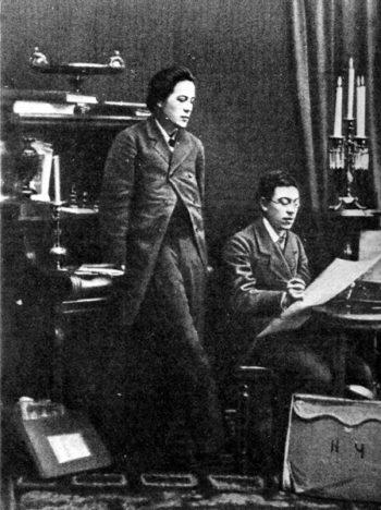 Антон Чехов (стоит) с братом Николаем