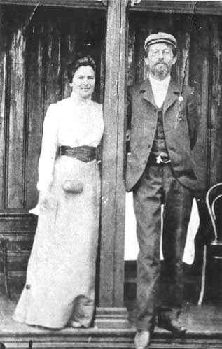 С женой Ольгой Книппер