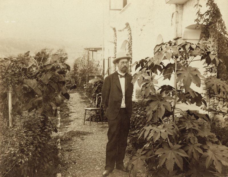 Чехов в своём саду в Ялте