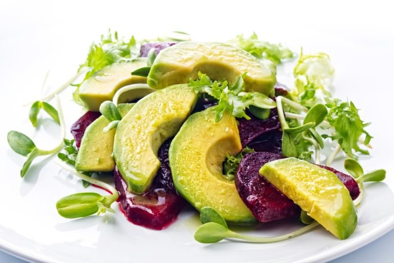 Салат из запеченной тыквы, свеклы и авокадо