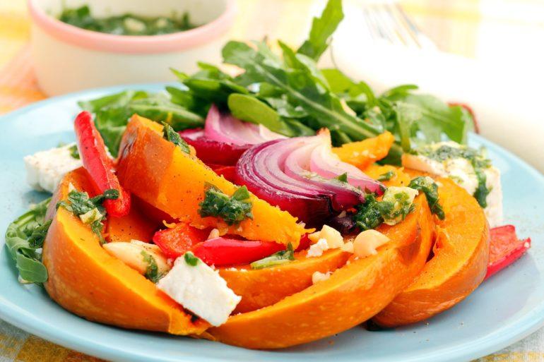 Салат из тыквы с помидорами и творогом