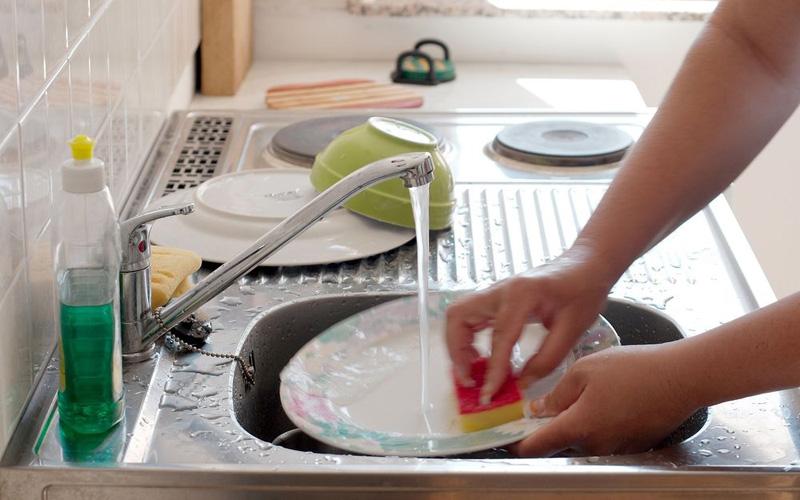 Устранение жира с посуды