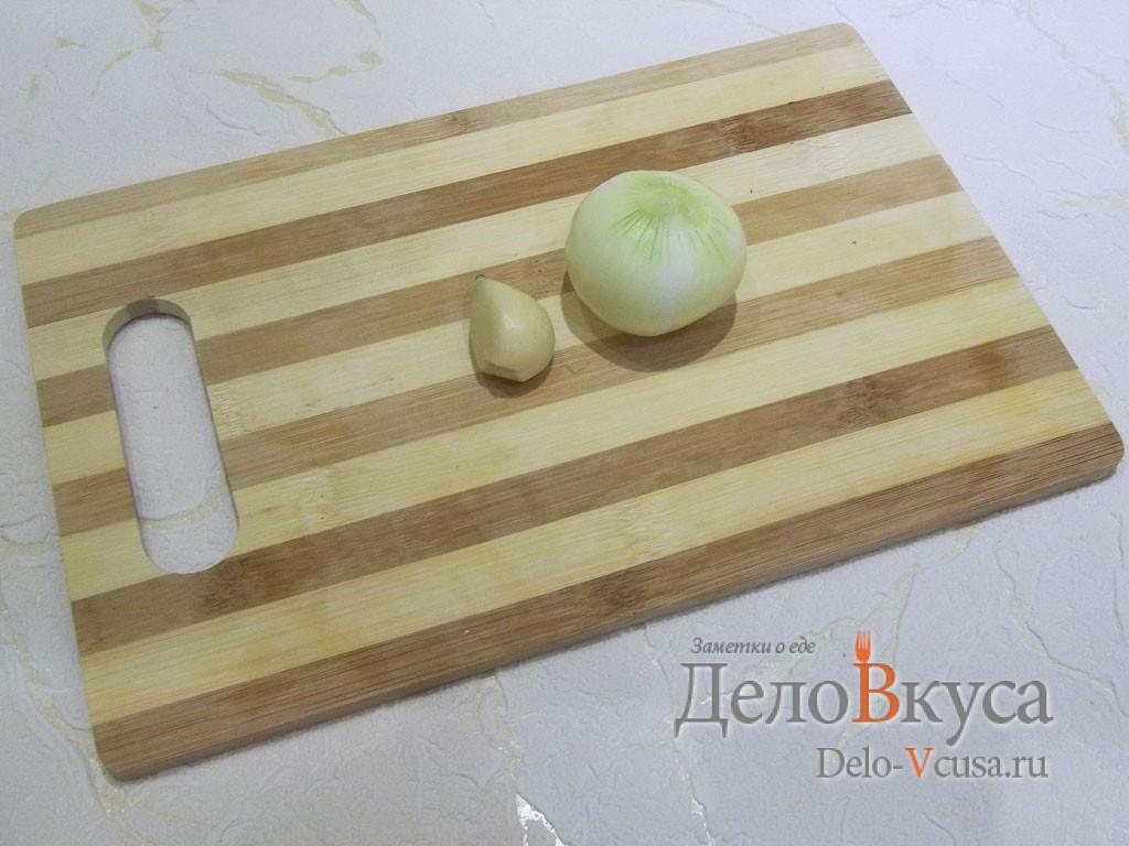 Маринованный толстолобик: Подготовьте лук