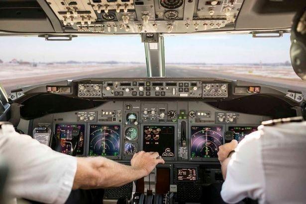 11. Насколько велика доля автопилота в управлении самолётом? И насколько велика ваша доля? вопросы, интересно, люди, пилот, познавательно, самолет, факты