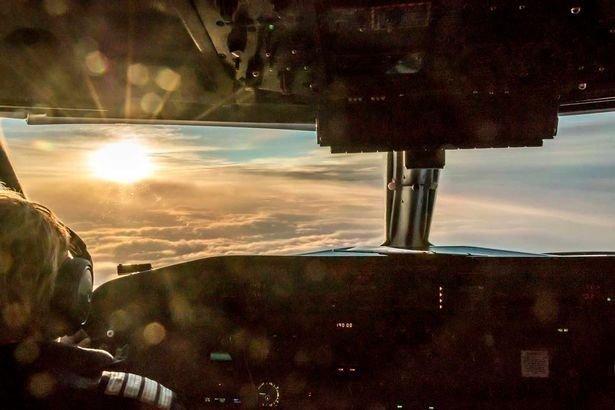 13. Почему все самолёты летают на высоте около десяти с половиной тысяч метров? вопросы, интересно, люди, пилот, познавательно, самолет, факты