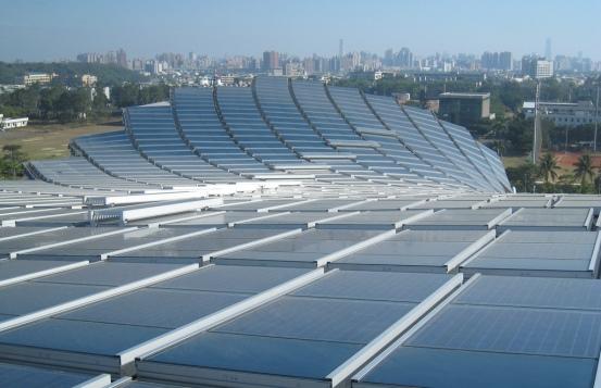 Солнечные панели на крыше стадиона Гаосюн
