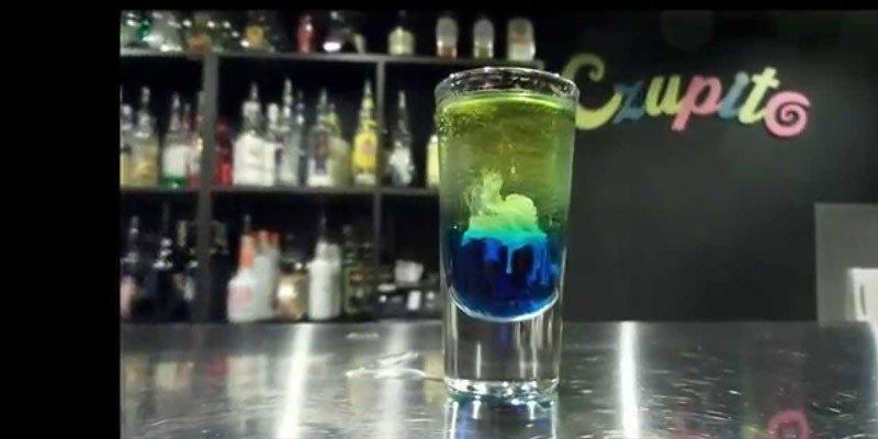 Коктейль Медуза с самбукой