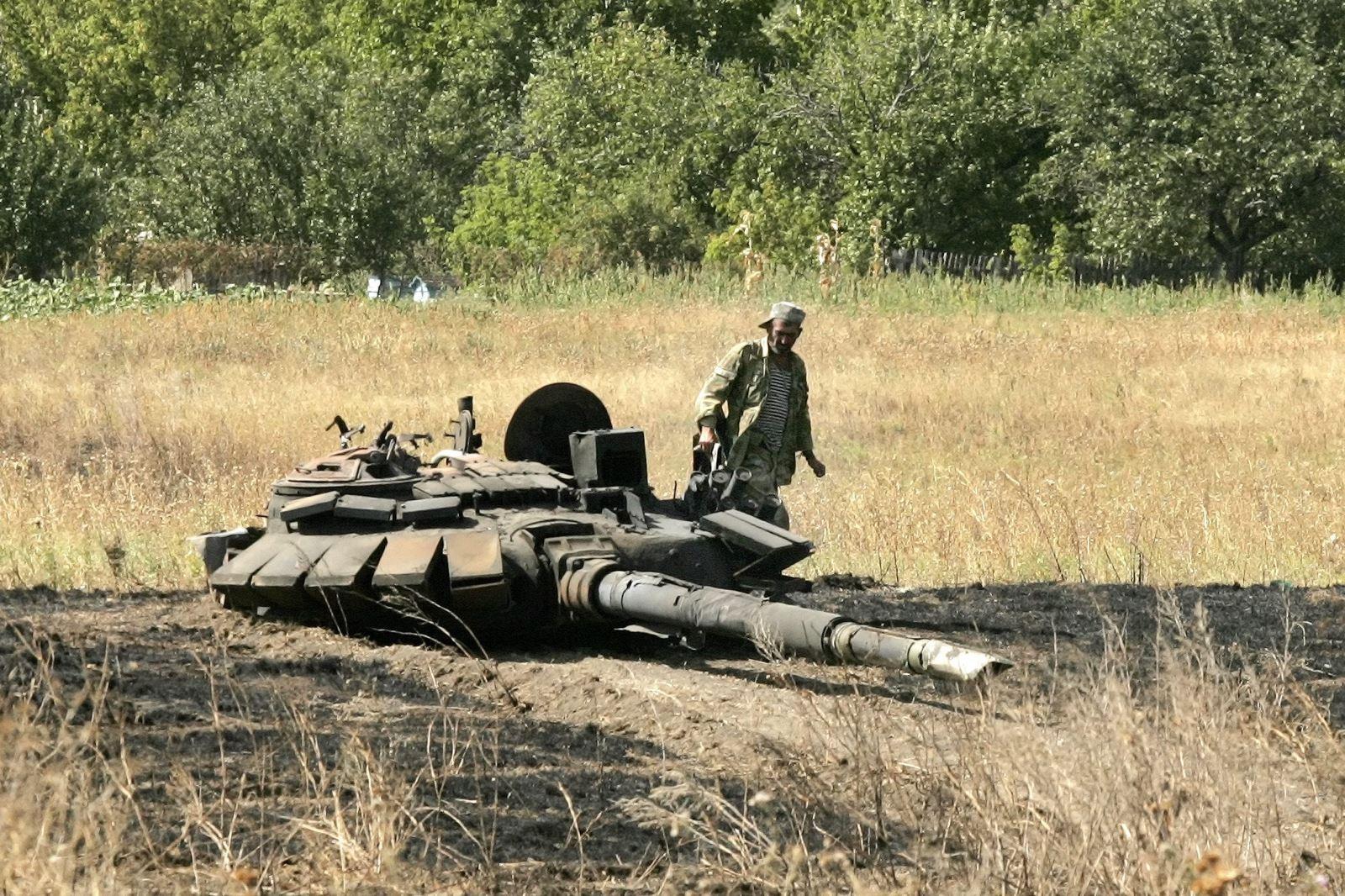 """Чотири бійці 10-ї ОГШБр """"Едельвейс"""" встановили рекорд України, перетягнувши танк Т-72 вагою 42 тонни на 3,35 метра - Цензор.НЕТ 3916"""