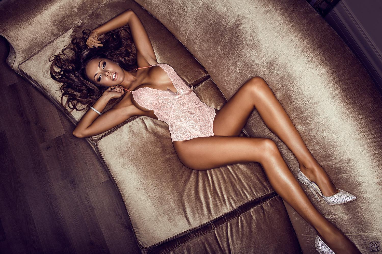 Tan naked beauty fuck model