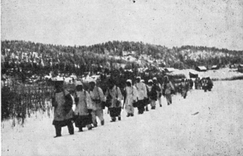 Финские солдаты в районе Мурсулы, 15 декабря 1939 года. Обратите внимание на высоты за деревней.