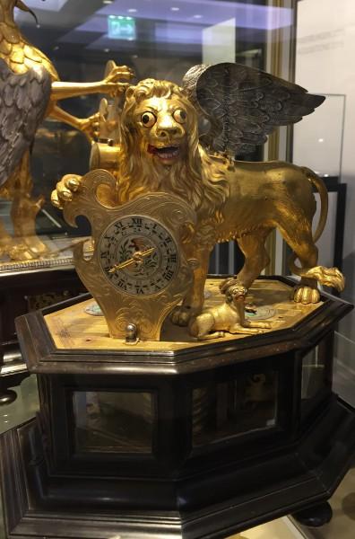 Лев и собака.JPG