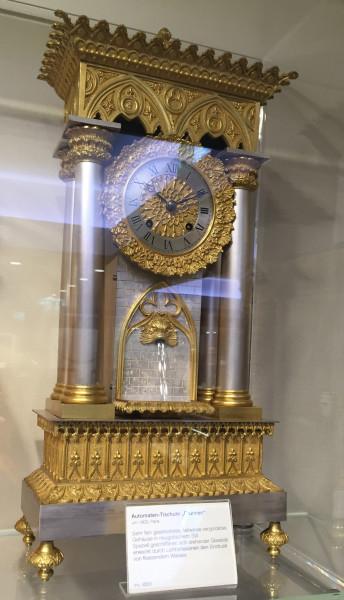 Часы с фонтанчиком.JPG