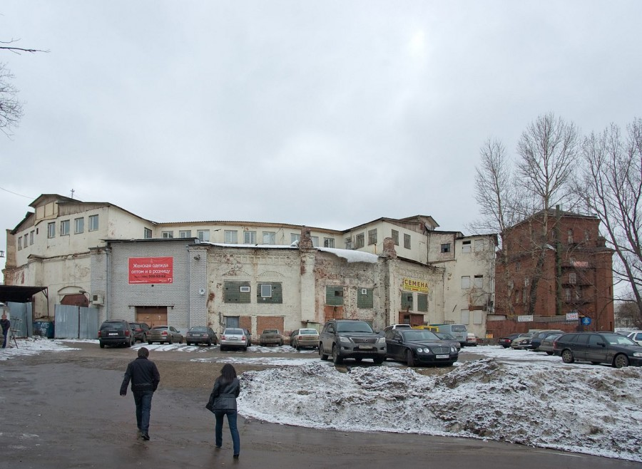 1280px-Moskva-oktabrskaya_20110319_123322_003