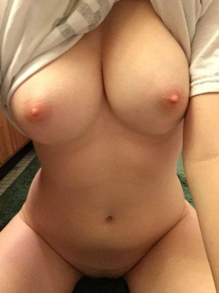 фото девушек с голой грудью без лица