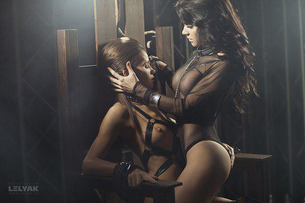 фотосессия двух девушек в стиле секс