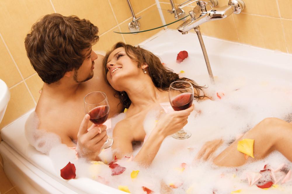 Reality slut Katie Jordan undressing for handjob in sexy bath tub seduction № 70040 загрузить