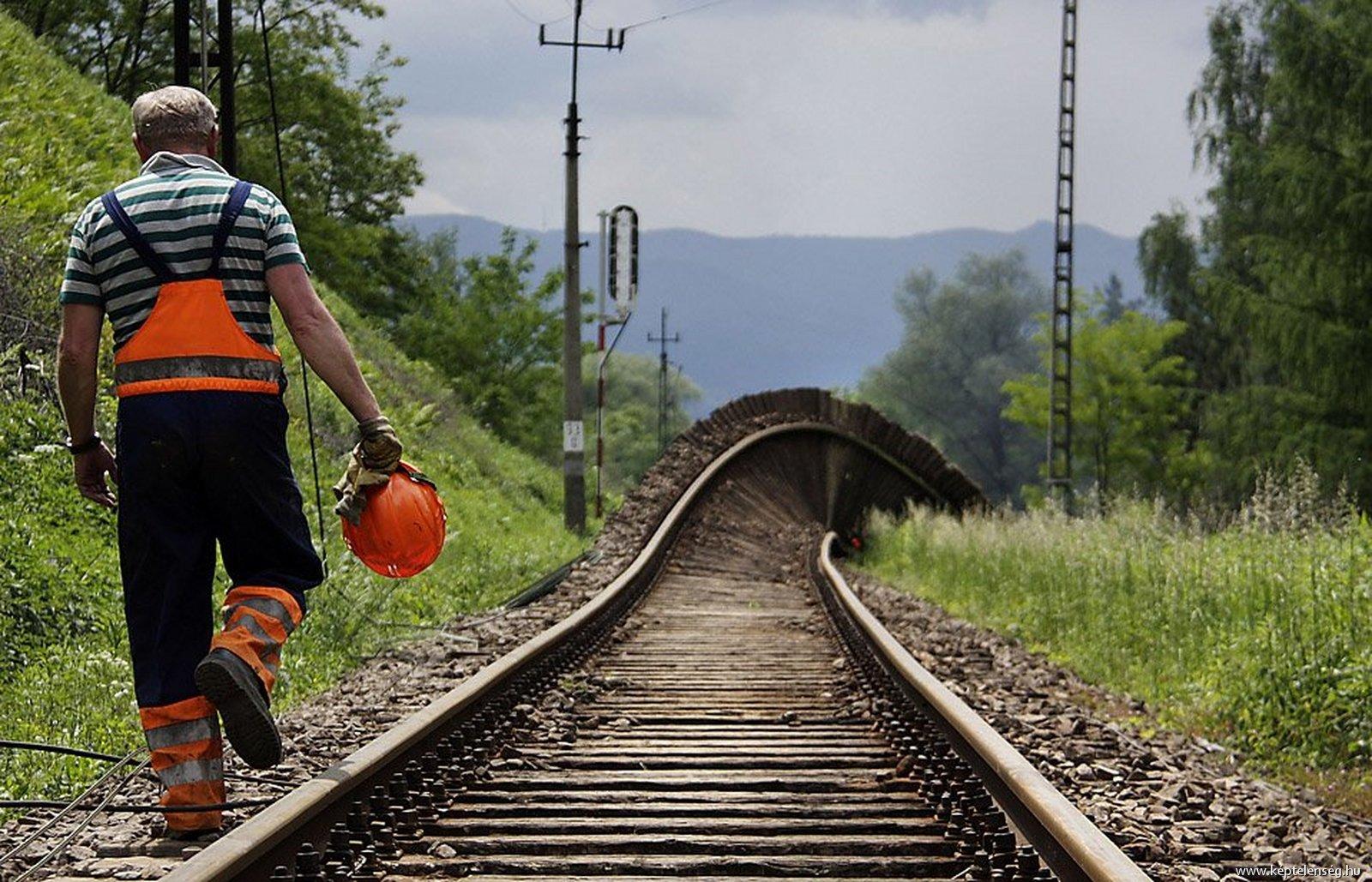для зарплата монтера пути в украине белье достаточно