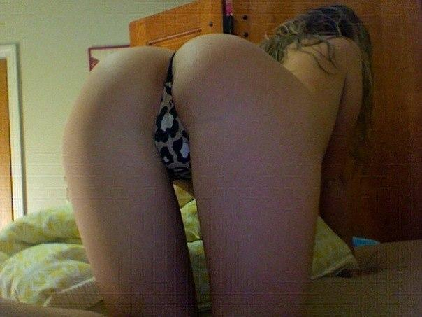 фото девушек без трусиковсзади