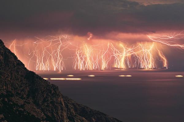 lightning-display-on-ikaria-island-greece