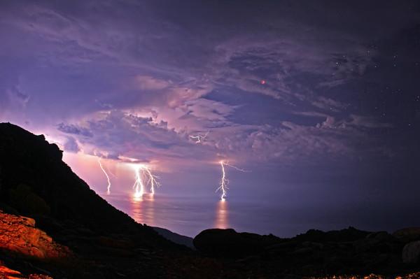 lightning-and-lunar-eclipse