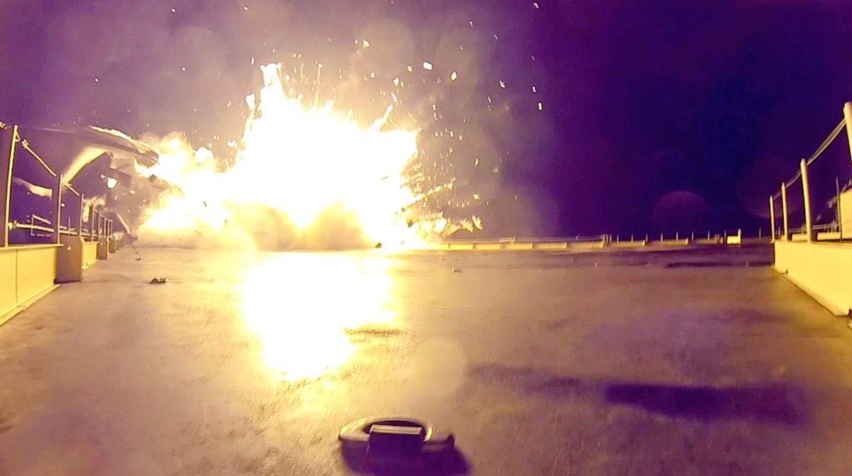 D_explosive-near-landing2.jpg