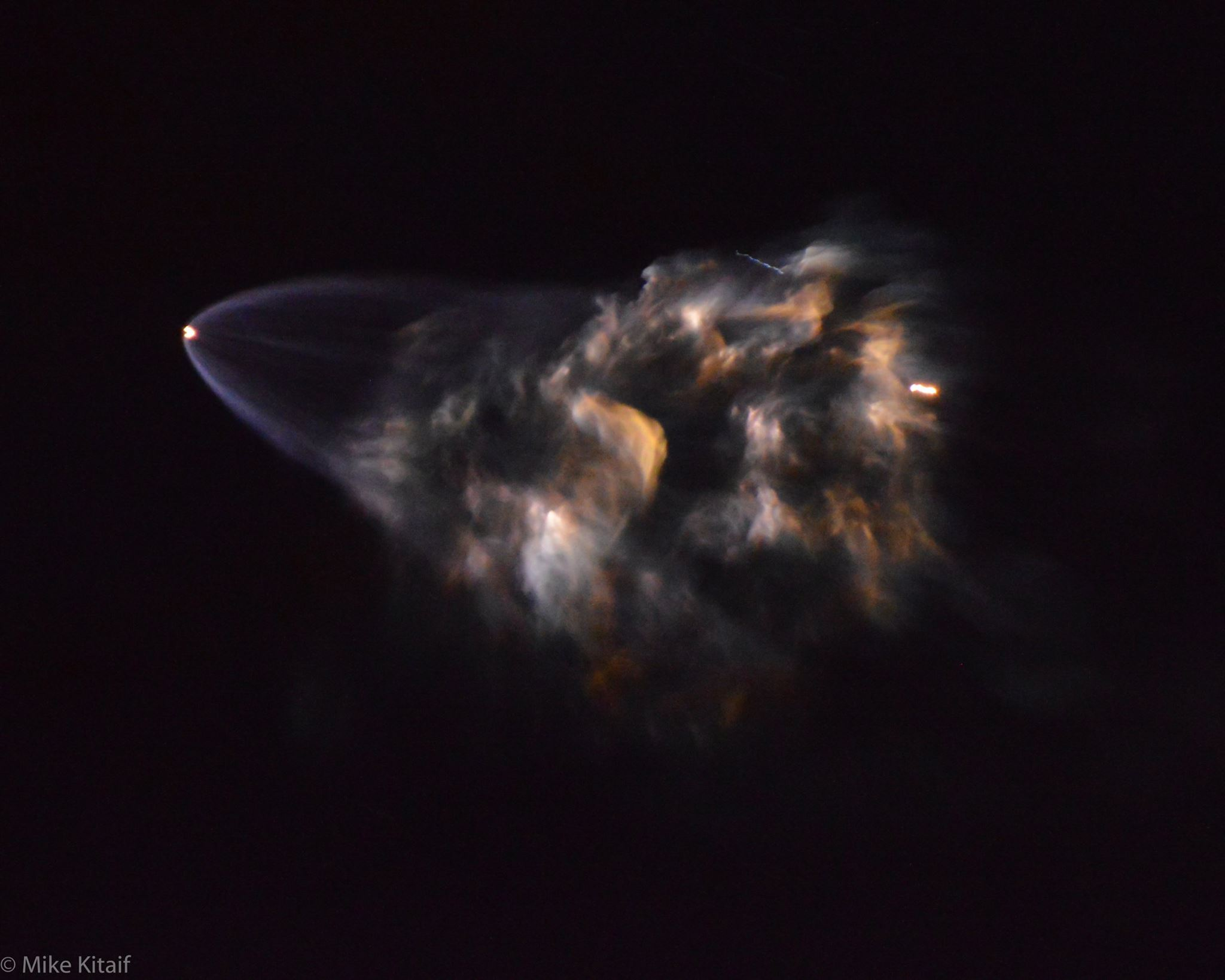 Илон Маск объявил о полёте Дракона к Луне