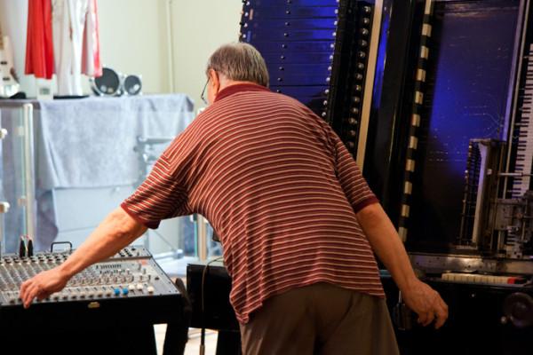 Станислав Крейчи у синтезатора АНС, Stanislav Kreitchi with ANS synthesizer