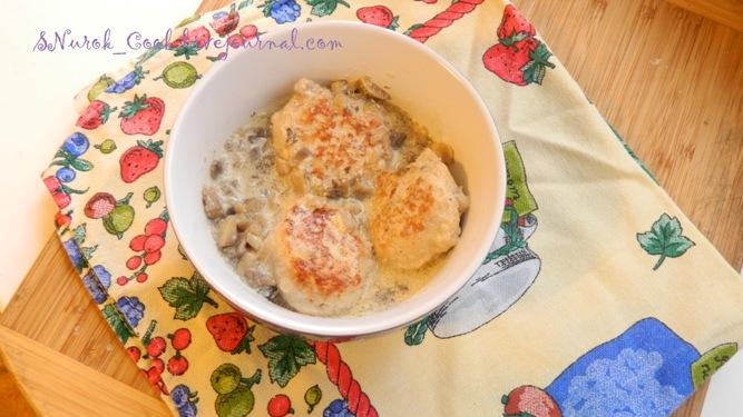 Куриные котлеты в сметанно-грибном соусе1