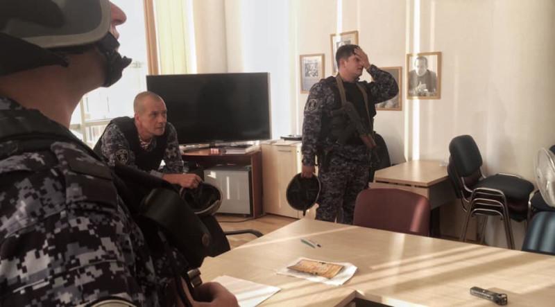 К слову, это не СОБР. В некоторых СМИ их называли СОБРОвцами, но в этом подразделении не служит сержантский состав