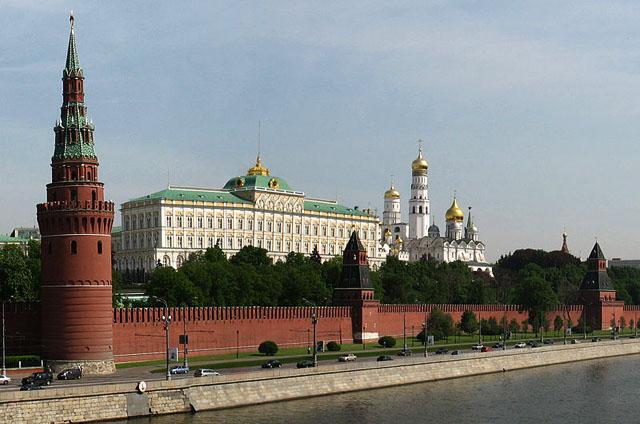 Kreml_canonic_view_from_bridge_Wikipedia