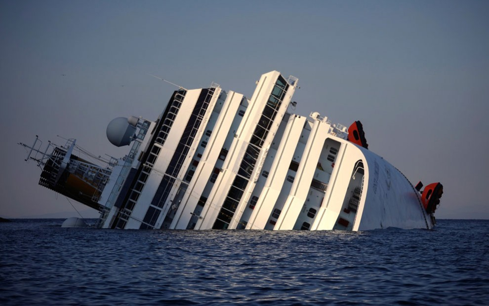 Costa_Concordia_2012_01_Friday_13_10_cloud_shadow_January_15_AFP_Filippo_Monteforte