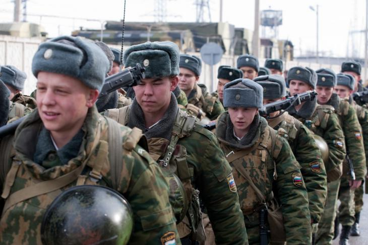 army_RF_201_base_2013_Jan_VPK_Alexey_Matveev_03_soldiers_kalashnikovs