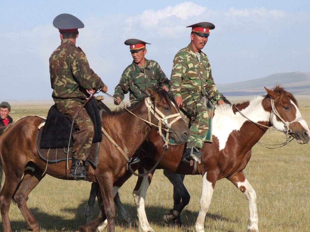 Borovikov_2006_07_27_festival_06_Kyrgyz_militia_horsemen_sm