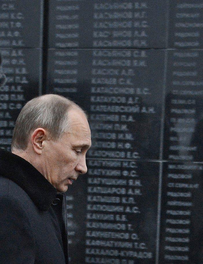 Putin_2013_02_03_Stalingrad_victory_70years_2_stella_names_Kommersant_Dmitri_Azarov