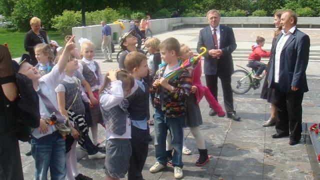 Zhenschiny_za_mir_2013_05_25_DSC03449_children_Vakulinskaya_Shabanov_sm