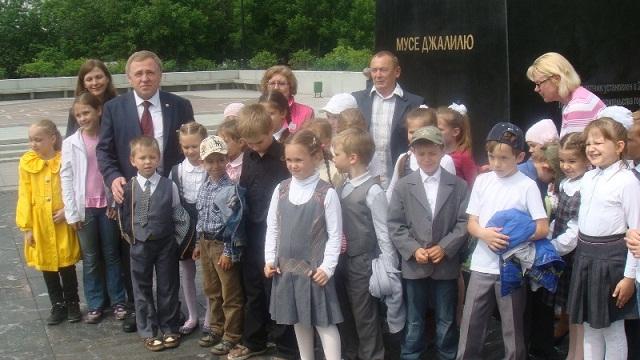 Zhenschiny_za_mir_2013_05_25_DSC03429_children_Vakulinskaya_Shabanov_sm