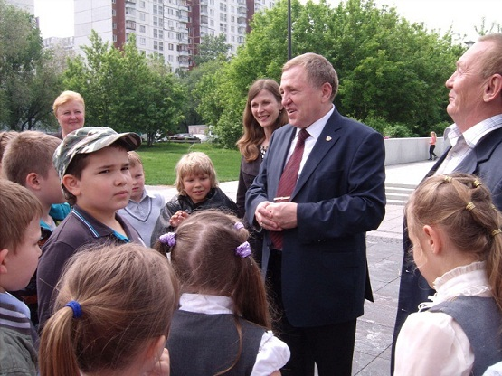 Zhenschiny_za_mir_2013_05_25_BKDC2062_Vakulinskaya_Shabanov_Gareev_sm