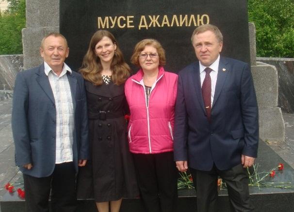 Zhenschiny_za_mir_2013_05_25_DSC03474_Gareev_Vakulinskaya_Shakirova_Shabanov_sm