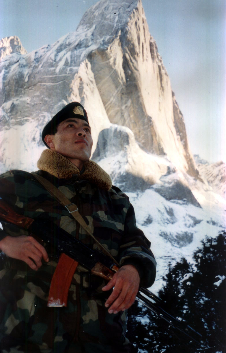 military_Scorpio_2000Nov_Zholtaya_stena_Dzhumabekov_Esen_praporschik